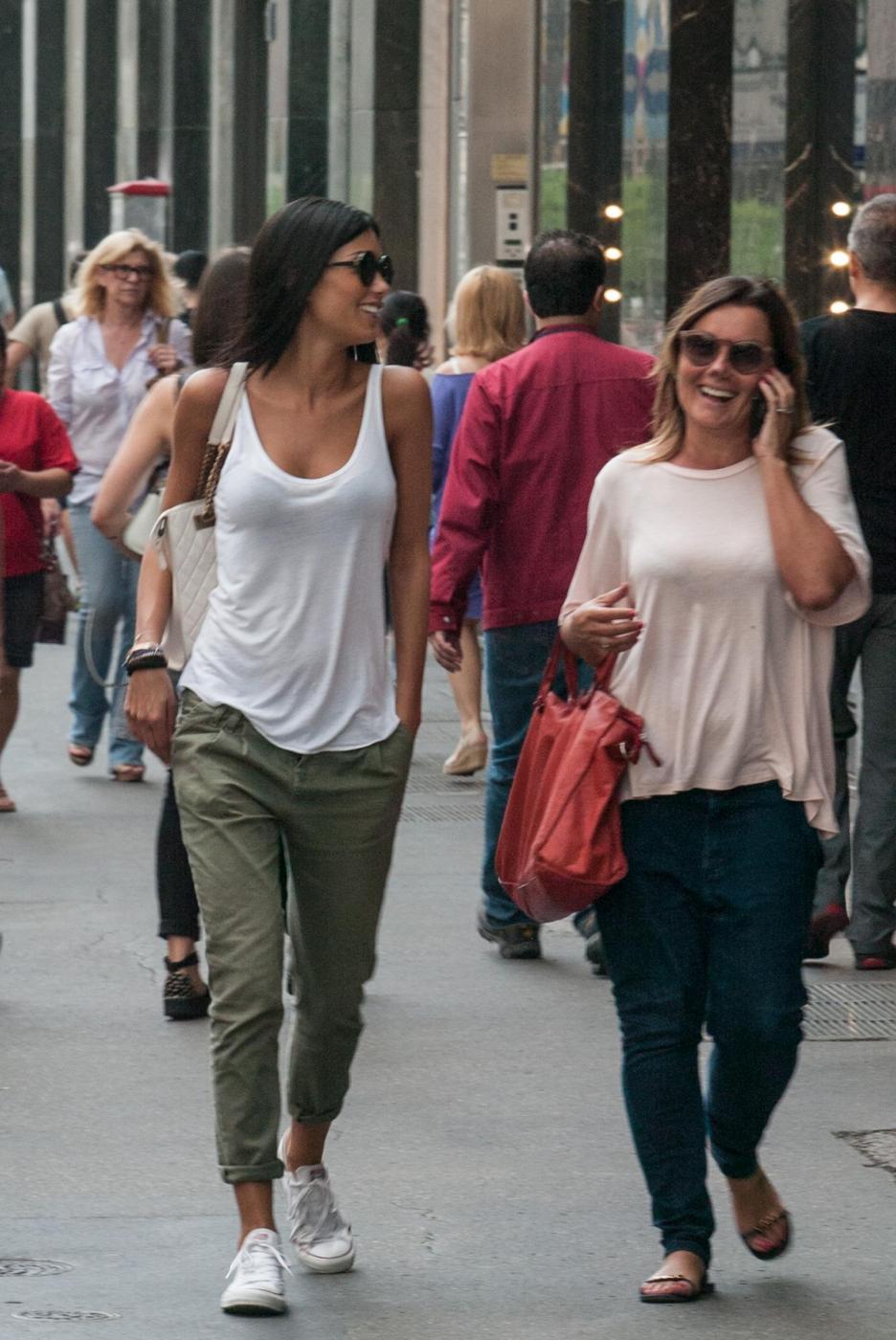 "Federica Nargi, shopping ""consolatorio"" dopo Berlino: con lei un'amica07"