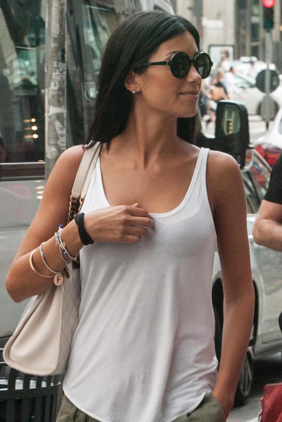 "Federica Nargi, shopping ""consolatorio"" dopo Berlino: con lei un'amica05"
