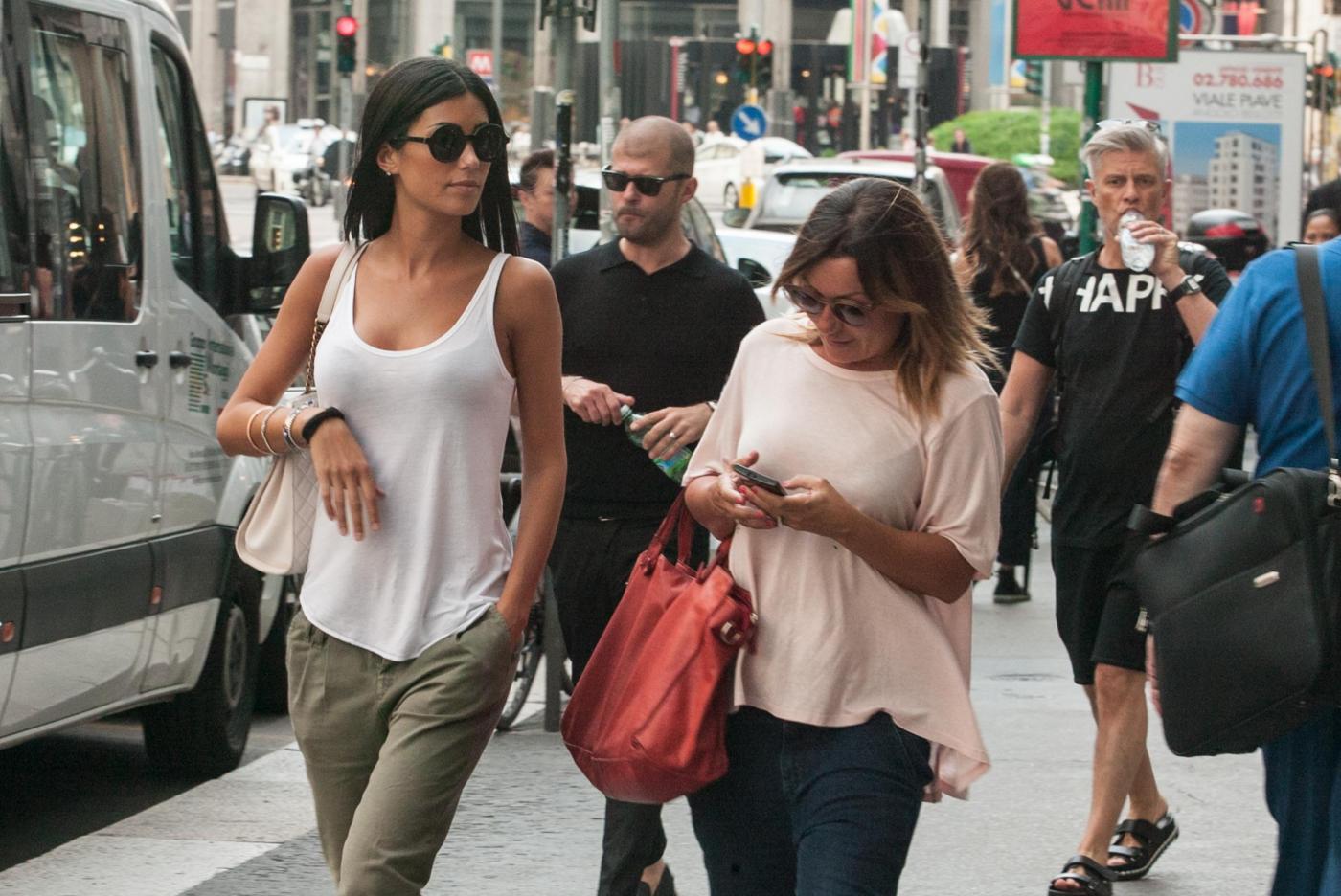 "Federica Nargi, shopping ""consolatorio"" dopo Berlino: con lei un'amica04"