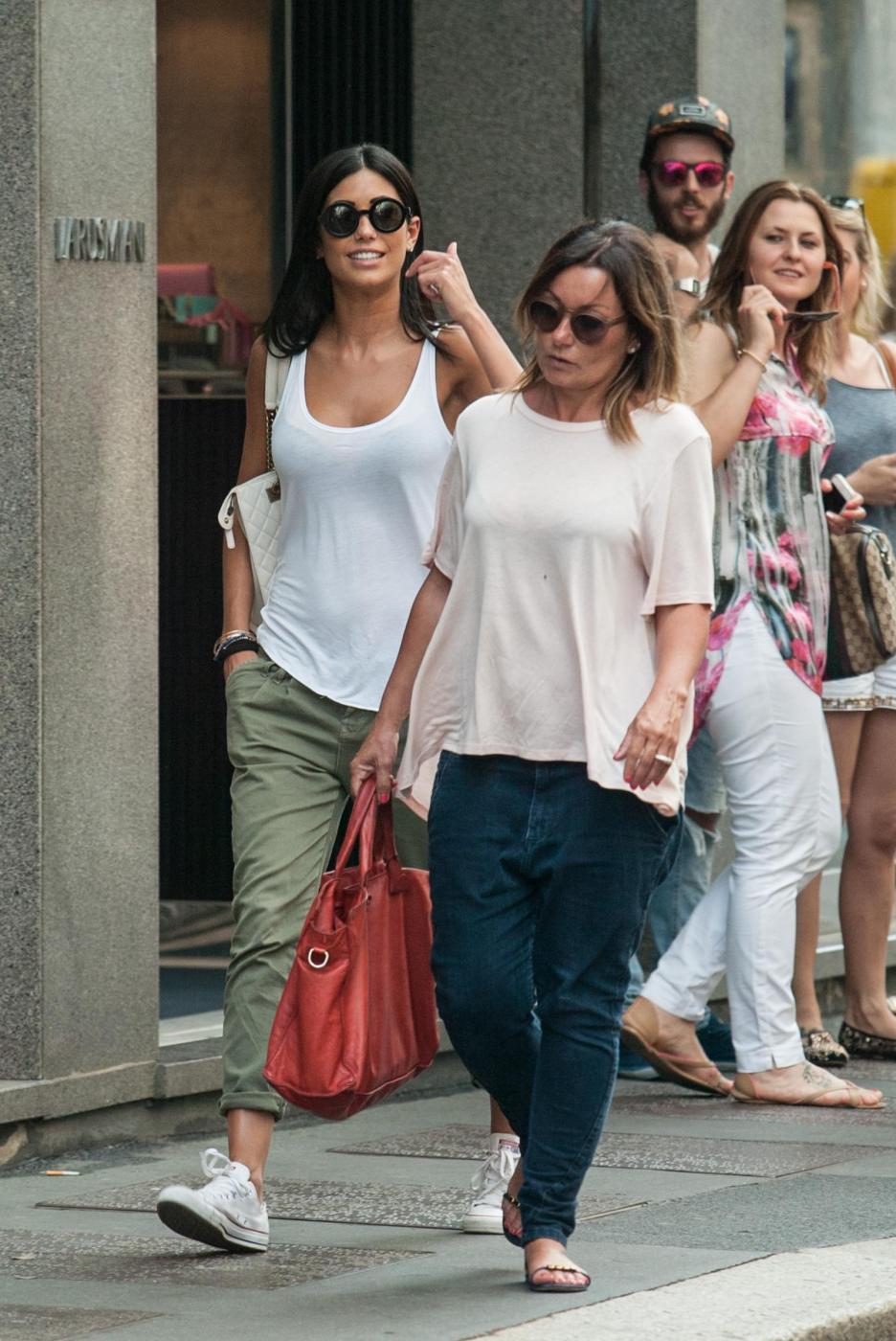 "Federica Nargi, shopping ""consolatorio"" dopo Berlino: con lei un'amica03"