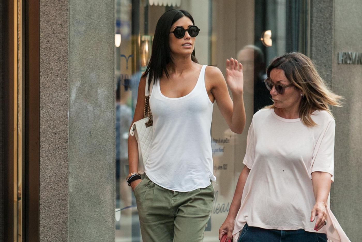 "Federica Nargi, shopping ""consolatorio"" dopo Berlino: con lei un'amica22"