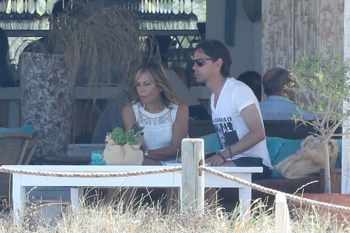 Filippo Inzaghi a Formentera con mamma e amici dopo esonero Milan