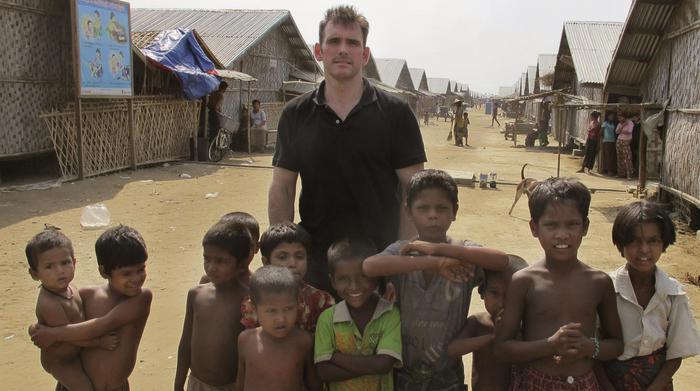 """Matt Dillon, star Hollywood visita campo profughi in Birmania: """"Straziante"""" FOTO02"""