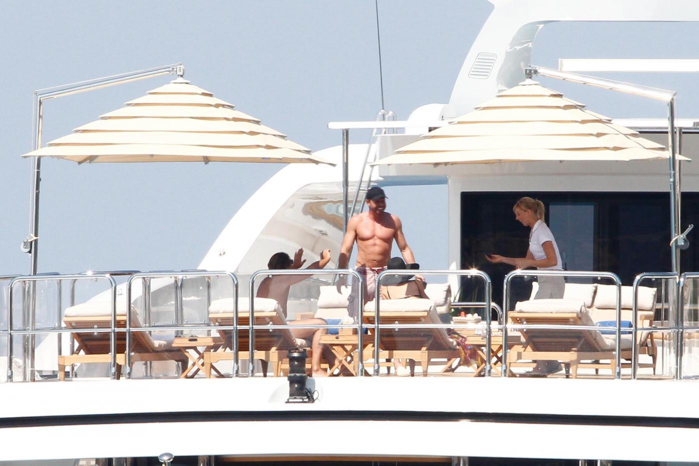 Paris Hilton e fidanzato a Formentera: sole, amore e yacht da sogno