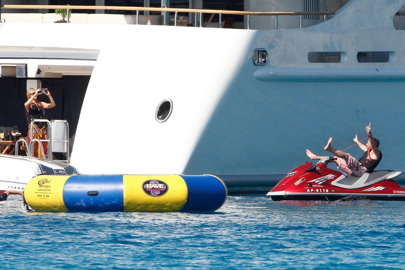 Paris Hilton e fidanzato a Formentera: sole, amore e yacht da sogno10