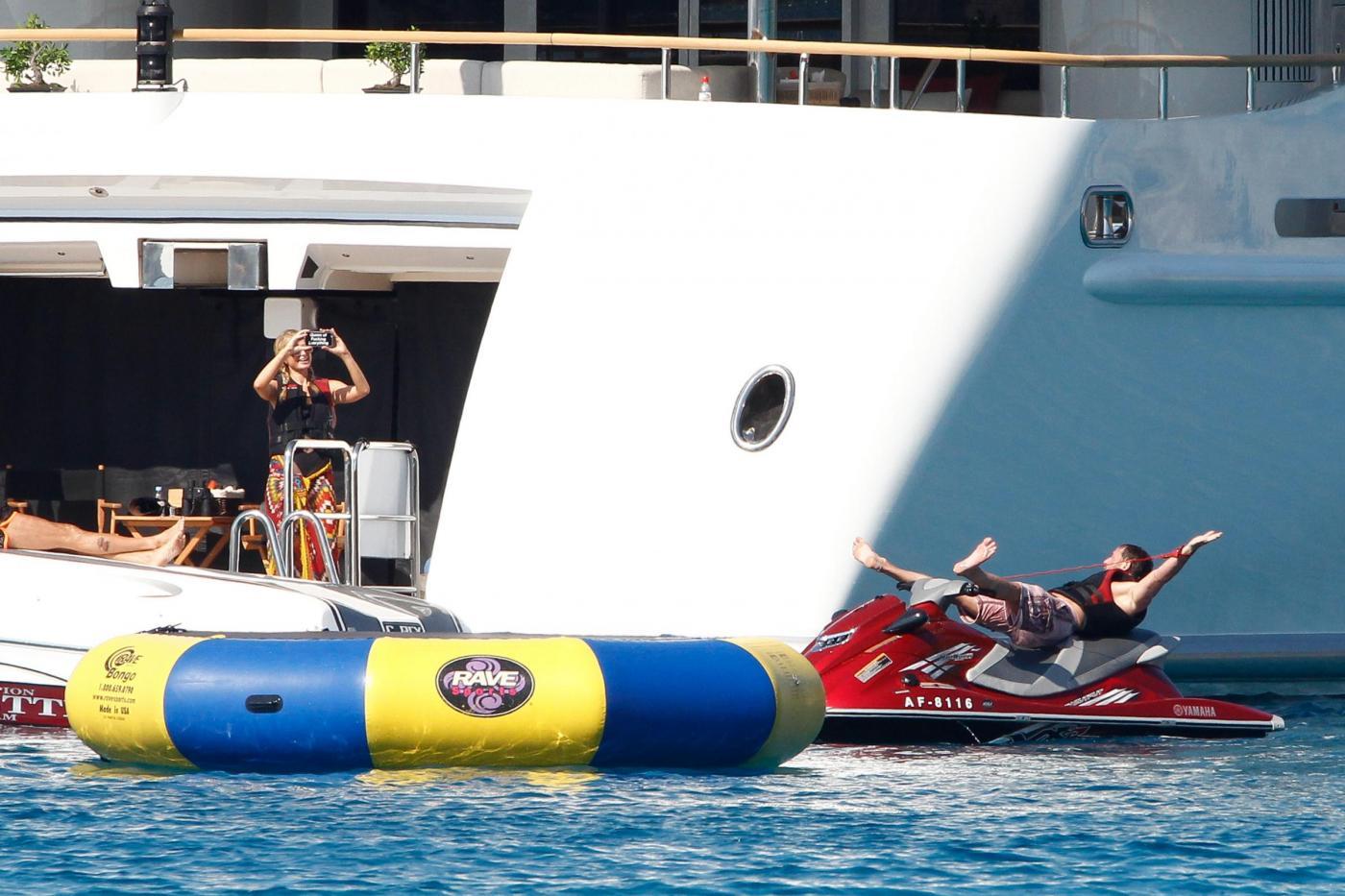 Paris Hilton e fidanzato a Formentera: sole, amore e yacht da sogno11
