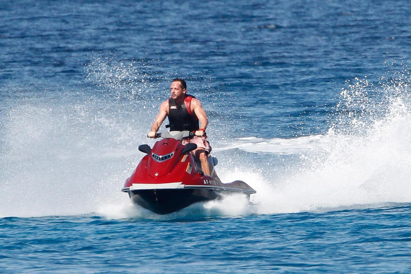 Paris Hilton e fidanzato a Formentera: sole, amore e yacht da sogno12