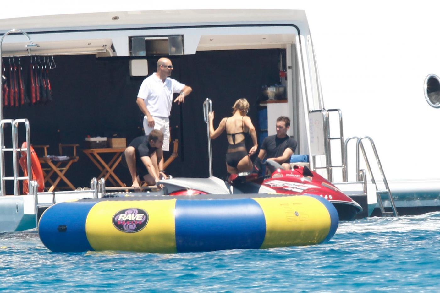 Paris Hilton e fidanzato a Formentera: sole, amore e yacht da sogno20