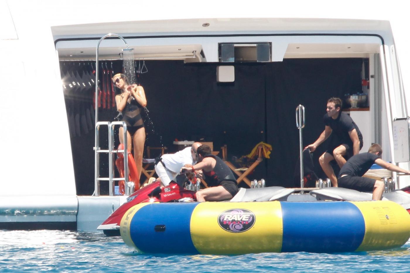 Paris Hilton e fidanzato a Formentera: sole, amore e yacht da sogno21