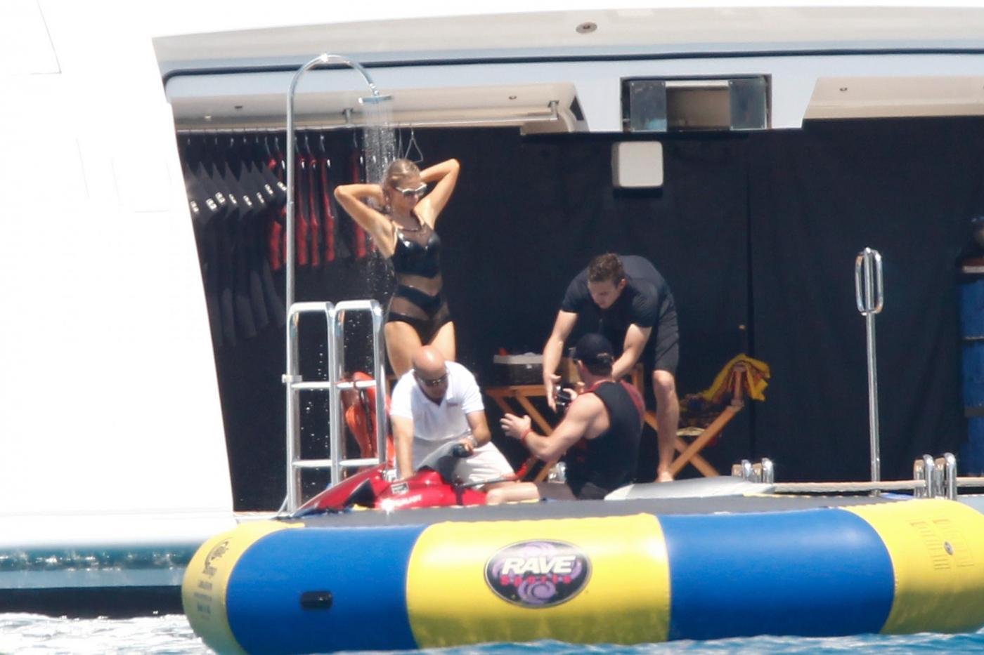 Paris Hilton e fidanzato a Formentera: sole, amore e yacht da sogno22