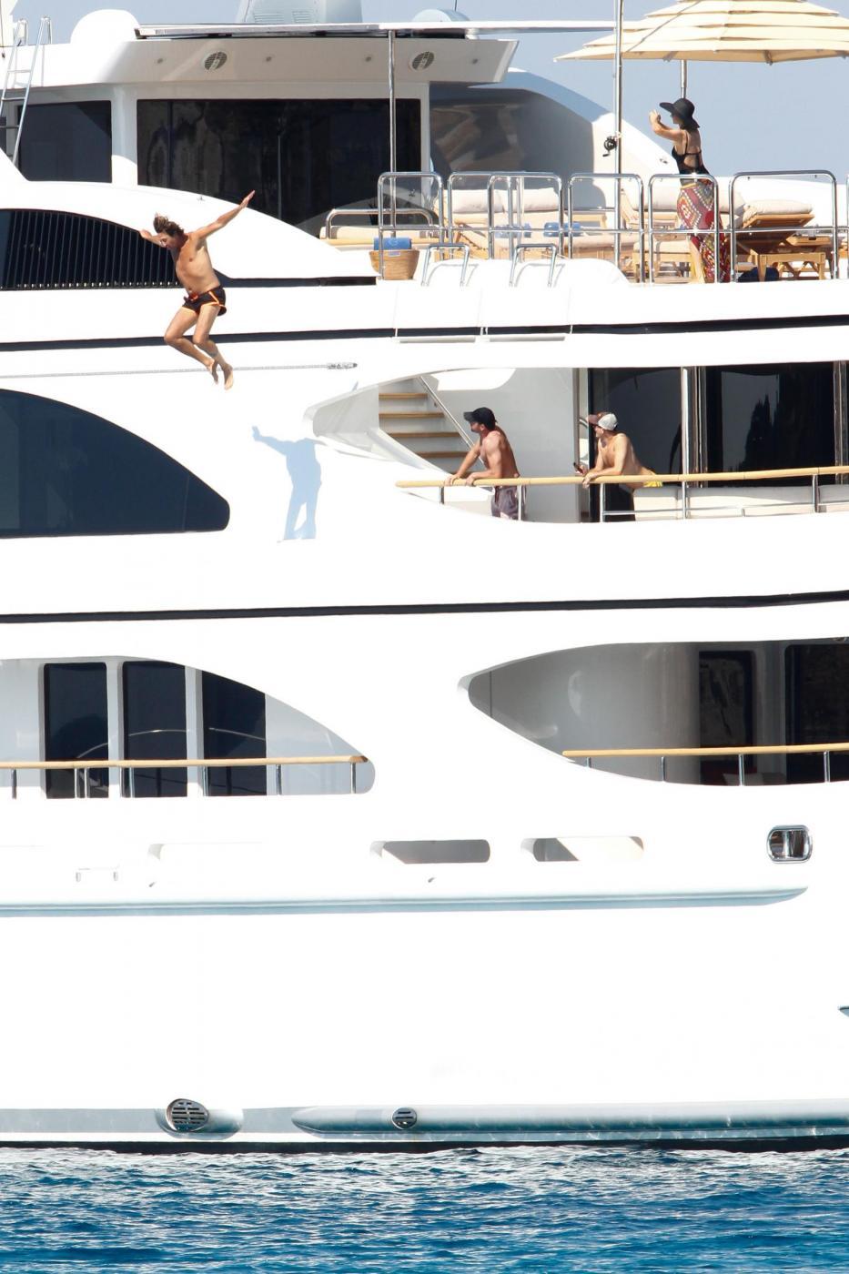 Paris Hilton e fidanzato a Formentera: sole, amore e yacht da sogno05