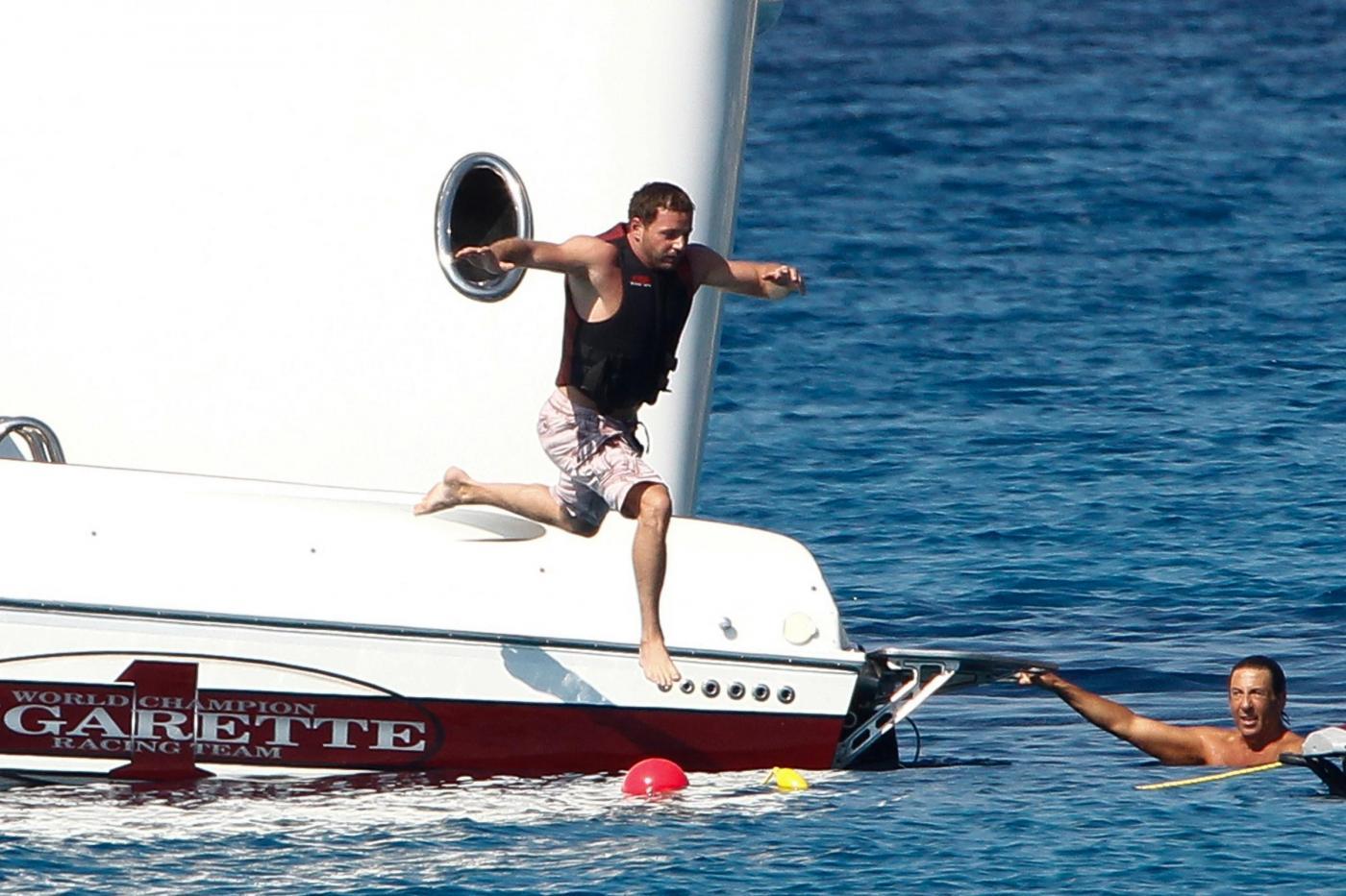 Paris Hilton e fidanzato a Formentera: sole, amore e yacht da sogno09
