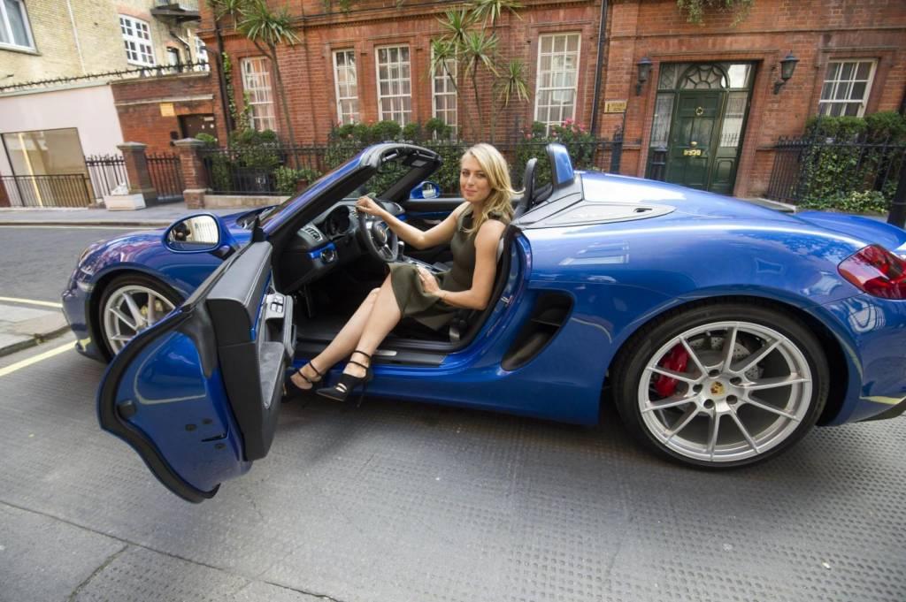 Maria Sharapova, in attesa di Wimbledon sale a bordo della nuova Porsche07