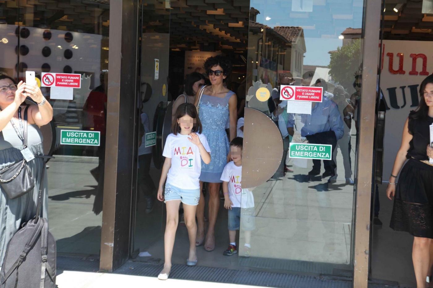 Agnese Renzi, Anna Falchi e Claudia Galanti mamme fashion a Pitti Bimbo02