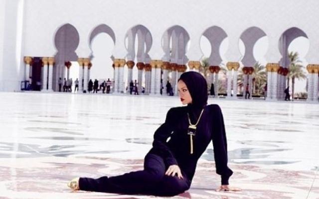 Musulmani invitano le italiane a indossare il velo: tentativo di conversione?