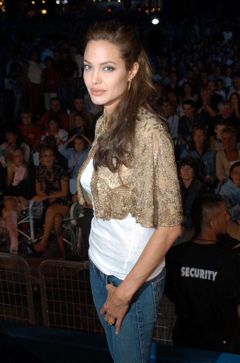 Angelina Jolie, com'era e com'è. L'attrice compie 40 anni FOTO 5
