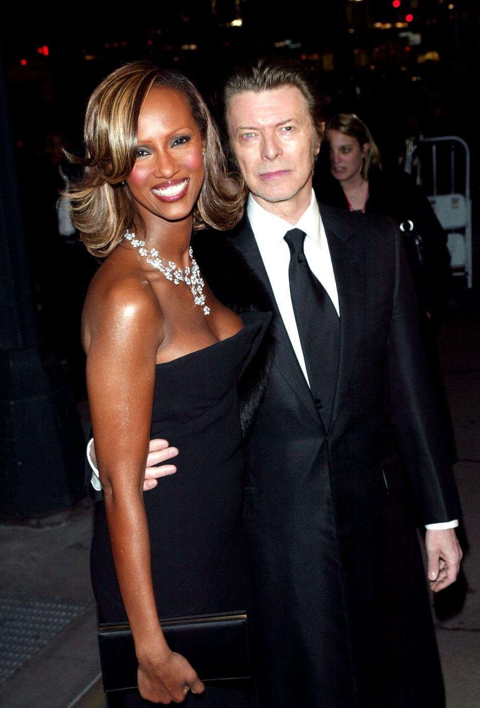 """David Bowie versione romantica. Moglie Iman: """"Mi fece trovare stanza piena di fiori"""" 3"""