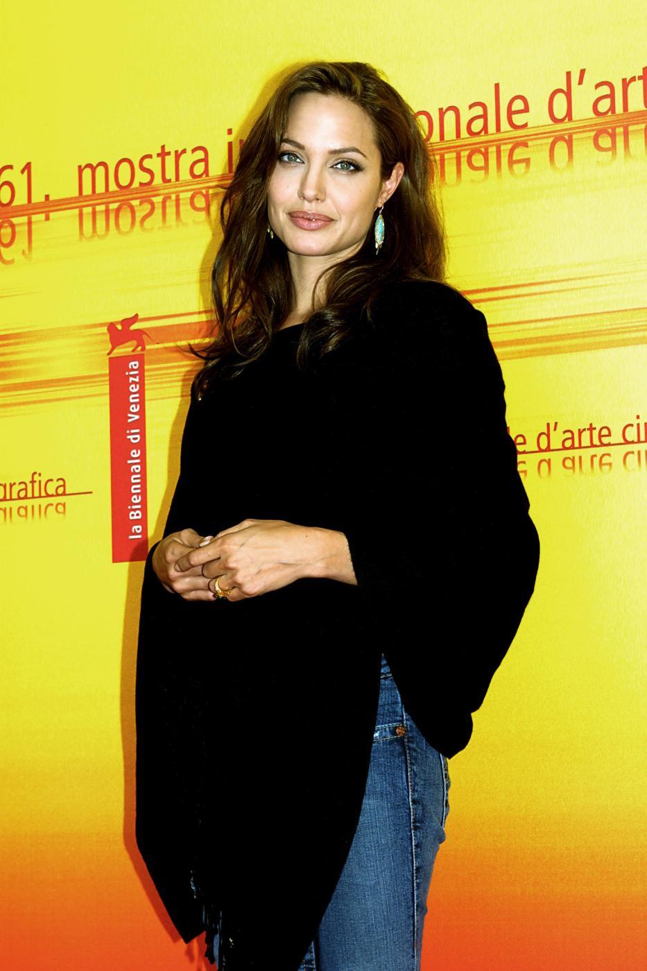 Angelina Jolie, com'era e com'è. L'attrice compie 40 anni FOTO 15