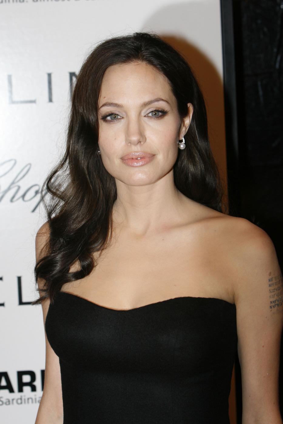 Angelina Jolie, com'era e com'è. L'attrice compie 40 anni FOTO 22
