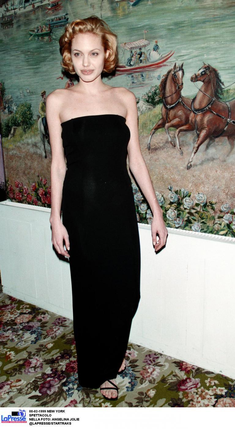 Angelina Jolie, com'era e com'è. L'attrice compie 40 anni FOTO 25