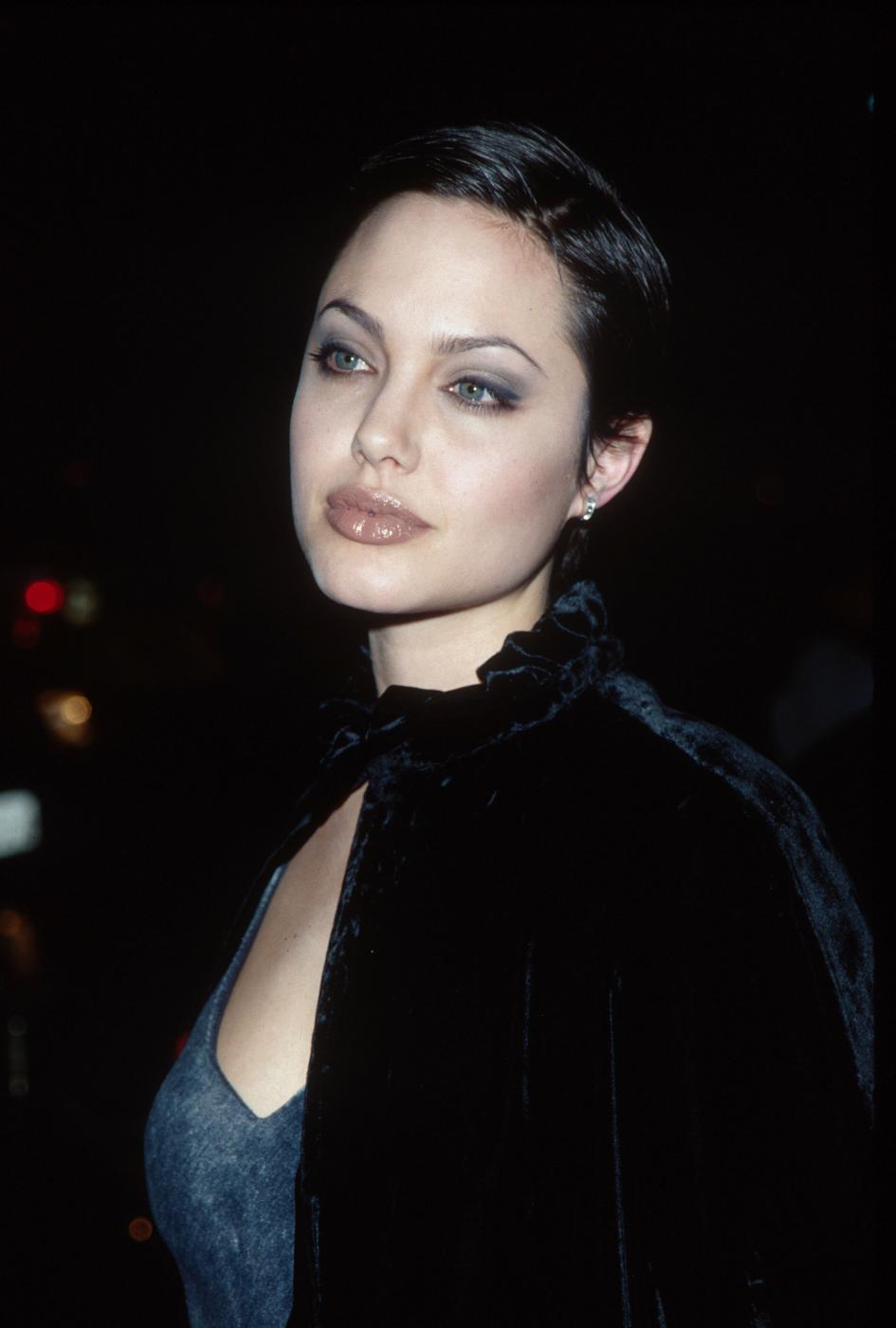 Angelina Jolie, com'era e com'è. L'attrice compie 40 anni FOTO 27