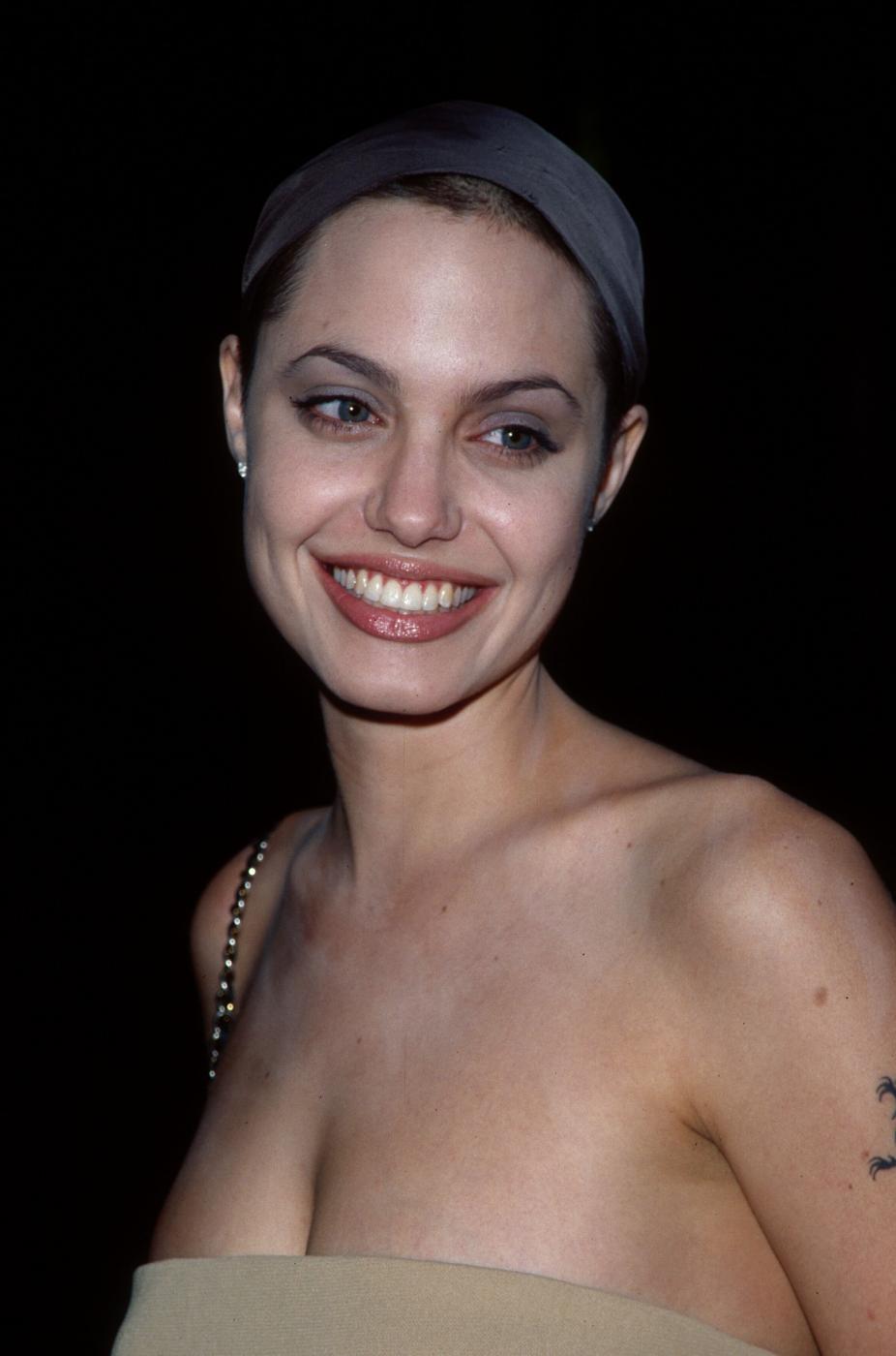 Angelina Jolie, com'era e com'è. L'attrice compie 40 anni FOTO 28