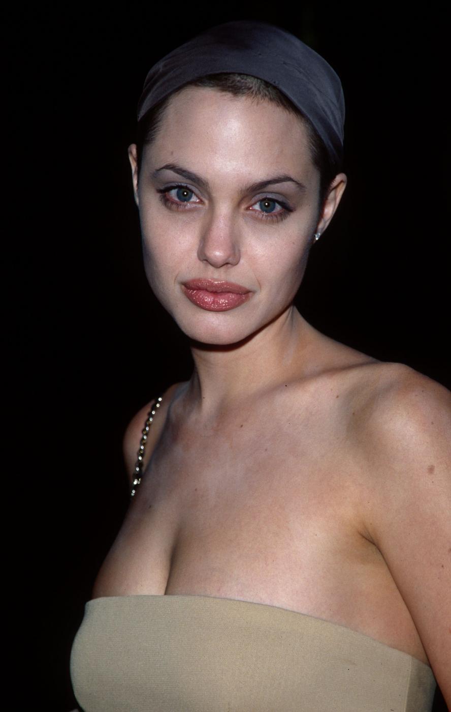 Angelina Jolie, com'era e com'è. L'attrice compie 40 anni FOTO 29