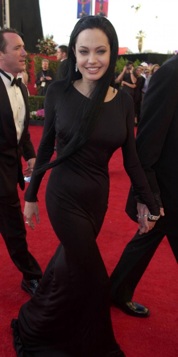 Angelina Jolie, com'era e com'è. L'attrice compie 40 anni FOTO 37