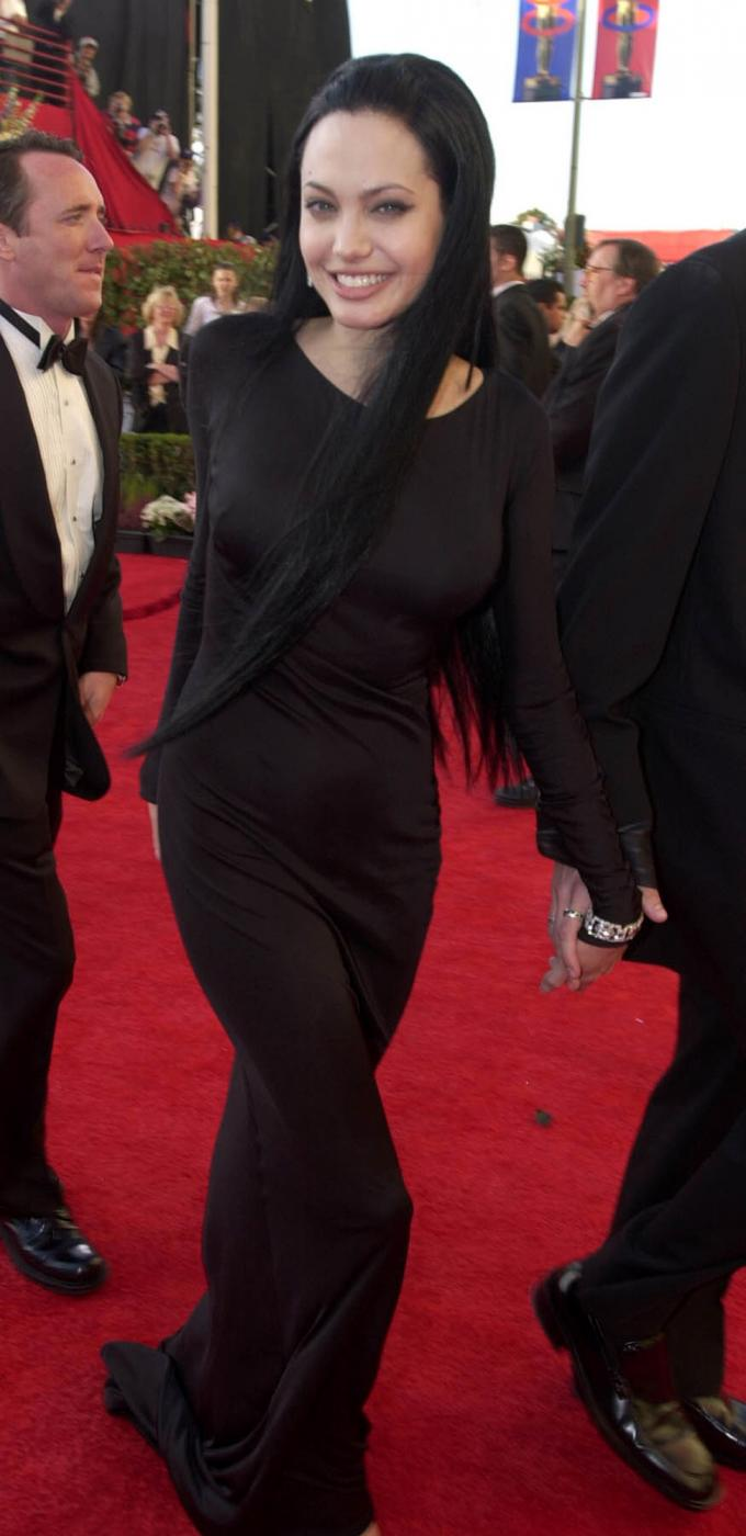Angelina Jolie, com'era e com'è. L'attrice compie 40 anni FOTO 38