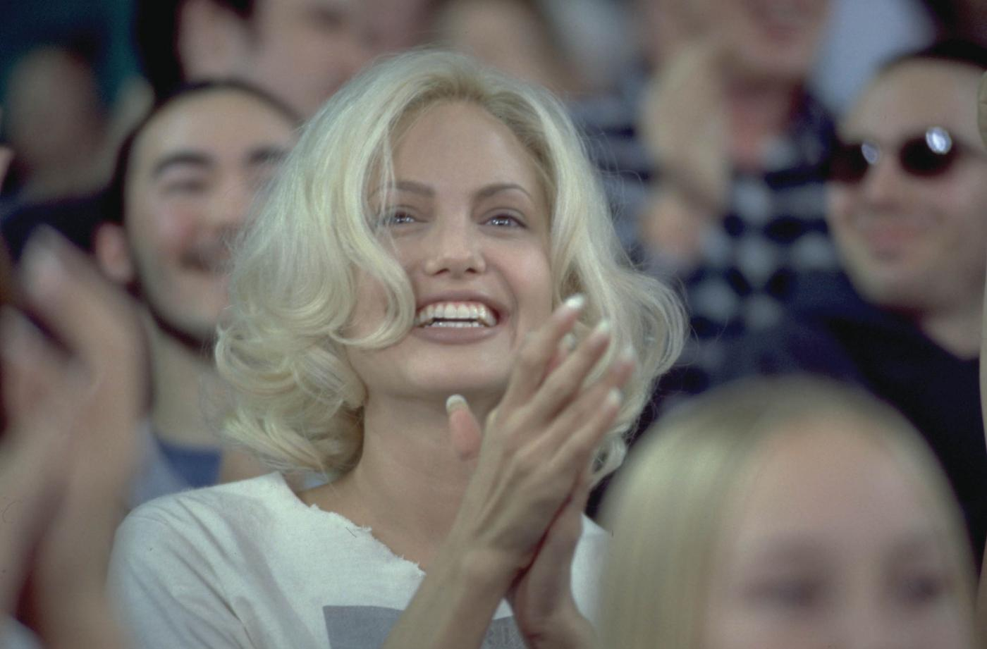 Angelina Jolie, com'era e com'è. L'attrice compie 40 anni FOTO 41