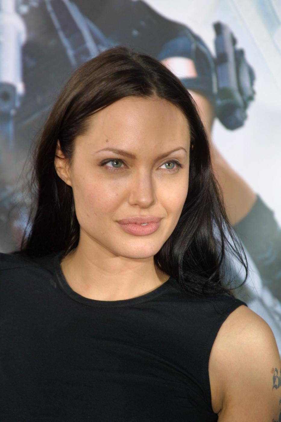 Angelina Jolie, com'era e com'è. L'attrice compie 40 anni FOTO 42