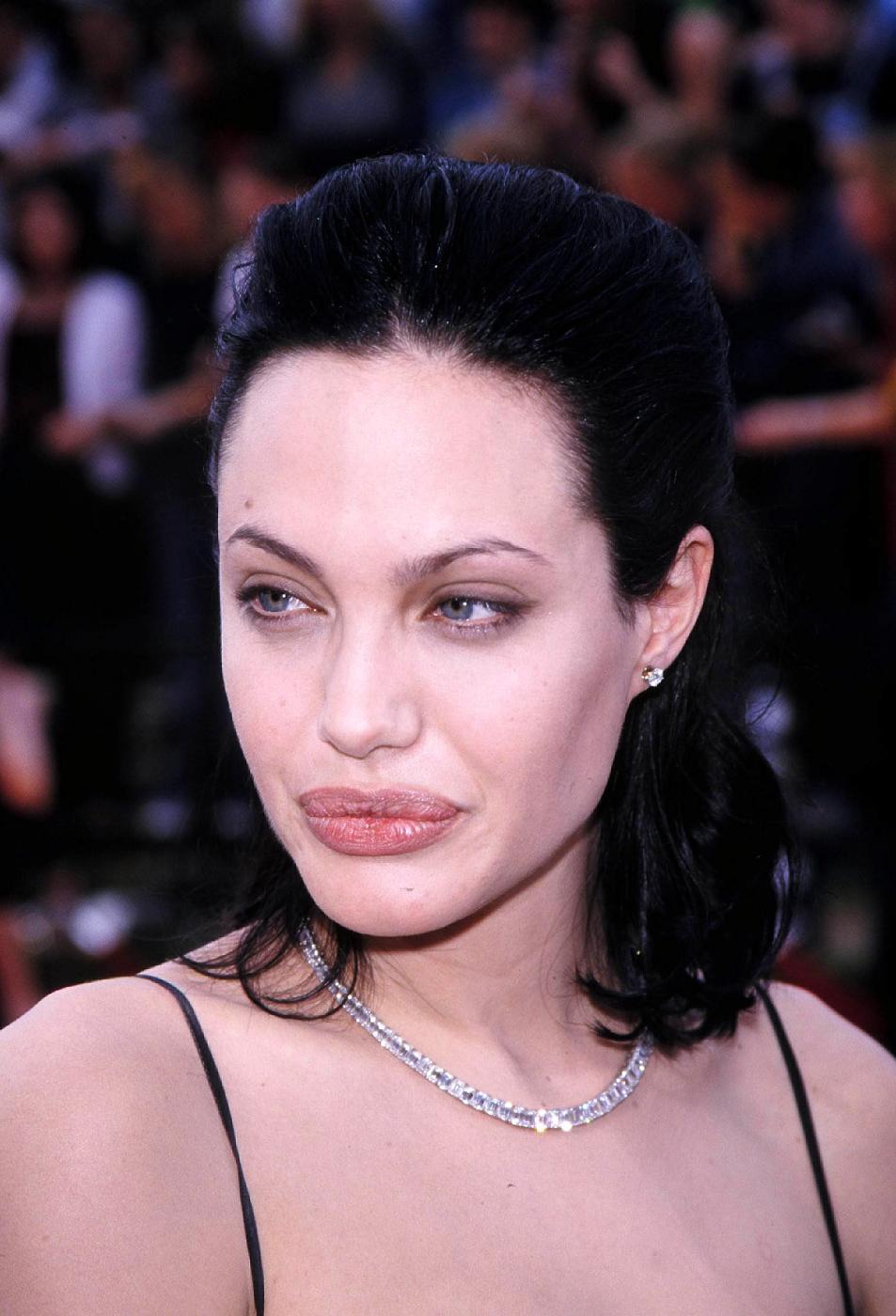 Angelina Jolie, com'era e com'è. L'attrice compie 40 anni FOTO 45