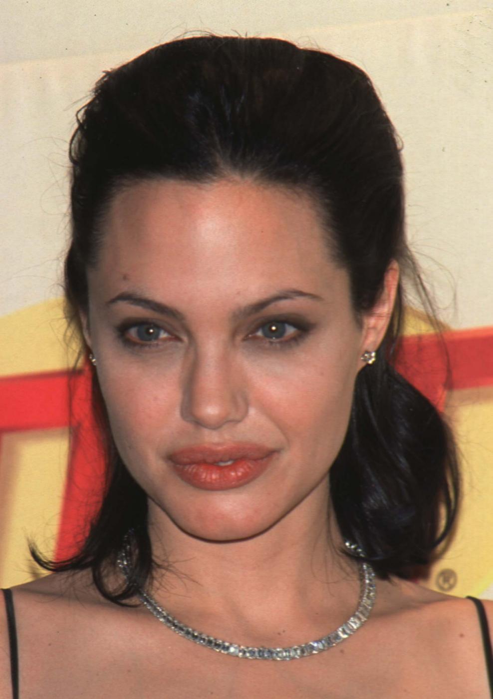 Angelina Jolie, com'era e com'è. L'attrice compie 40 anni FOTO 51