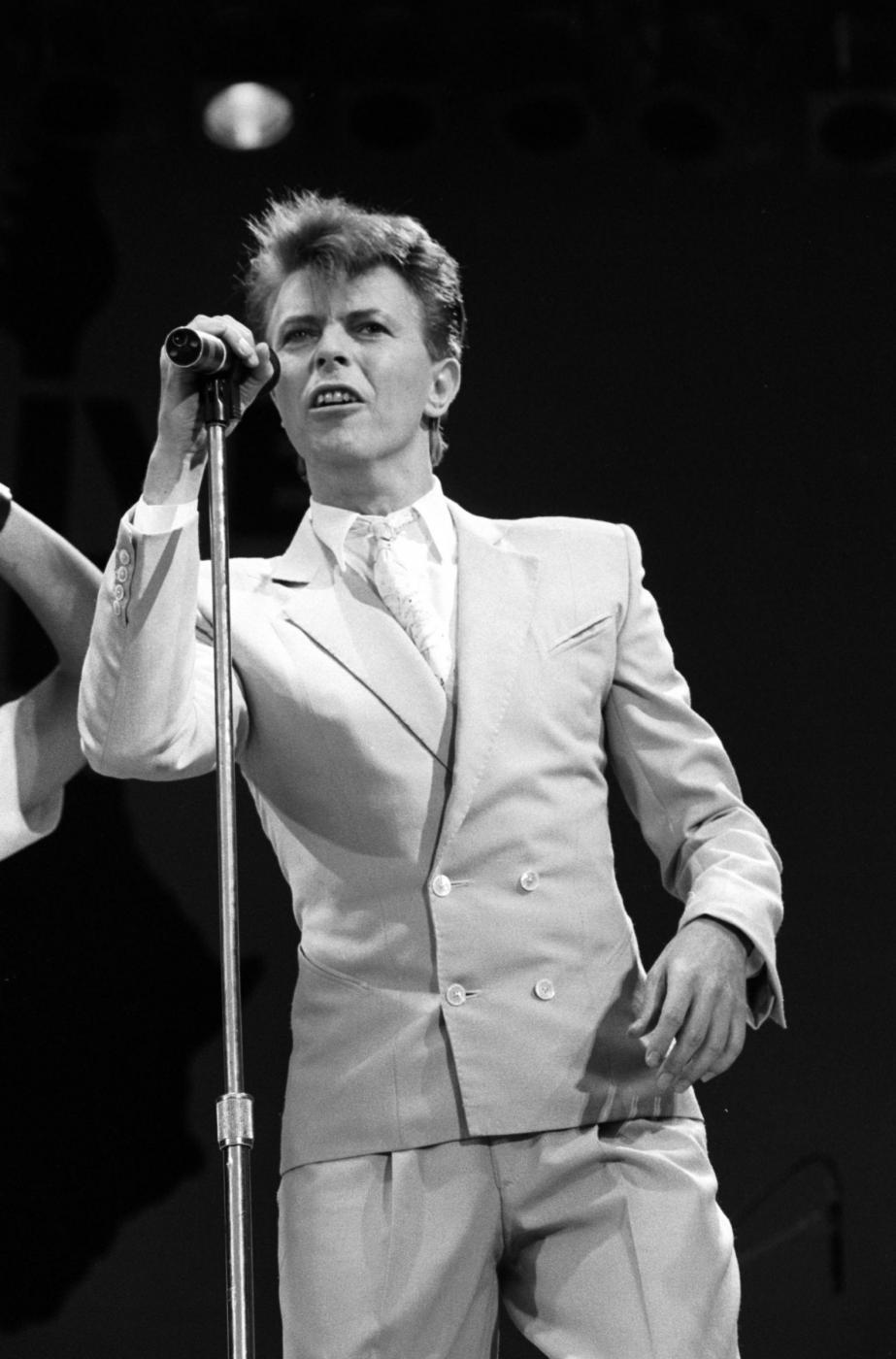 """David Bowie versione romantica. Moglie Iman: """"Mi fece trovare stanza piena di fiori"""" 7"""