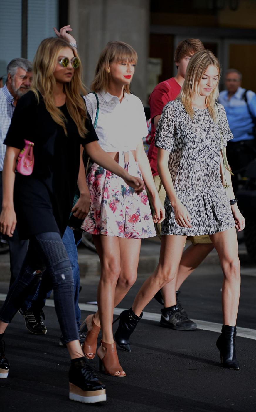 Taylor Swift e Gigi Hadid a spasso per New York FOTO 6