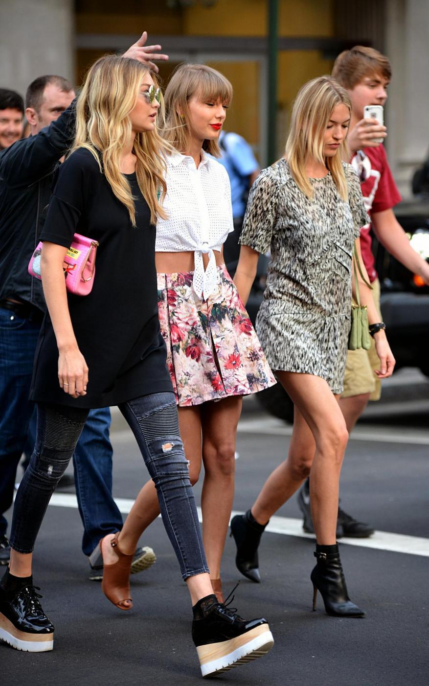 Taylor Swift e Gigi Hadid a spasso per New York FOTO 9