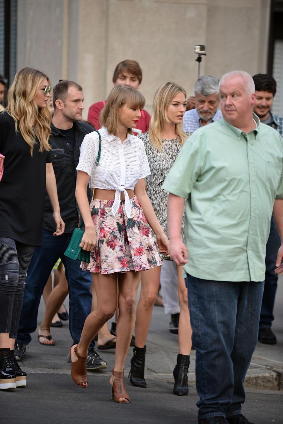 Taylor Swift e Gigi Hadid a spasso per New York FOTO 12