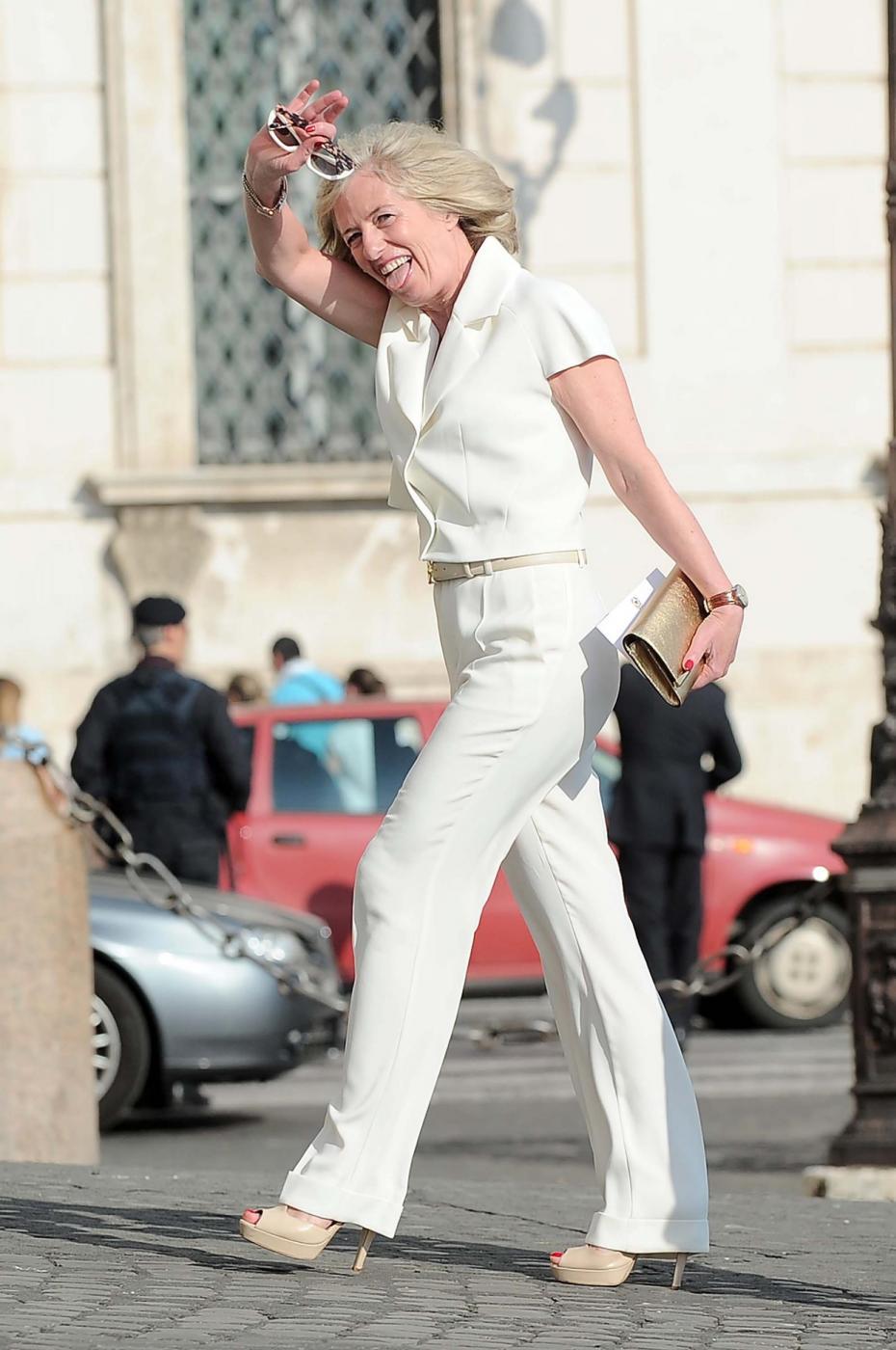 Maria Elena Boschi tacco 12, Lilli Gruber con sandali carroarmato: look dei politici al Quirinale 7