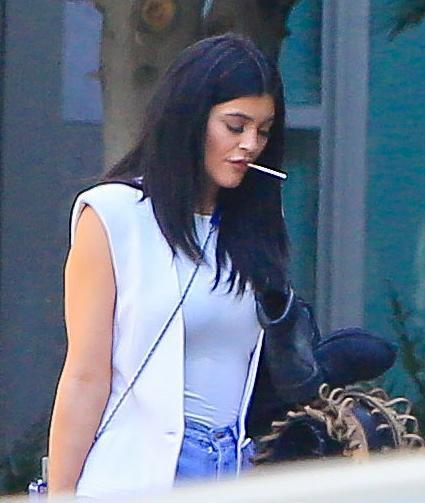 Kylie Jenner paparazzata con Tyga: spunta l'anello di fidanzamento FOTO 5