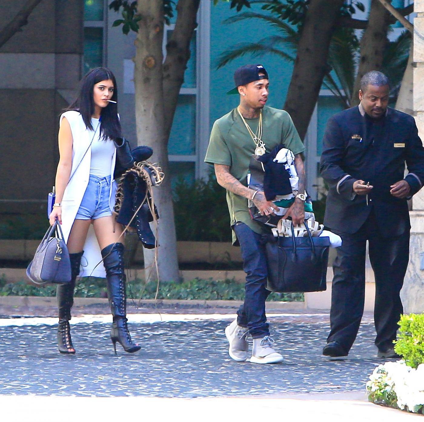 Kylie Jenner paparazzata con Tyga: spunta l'anello di fidanzamento FOTO 6