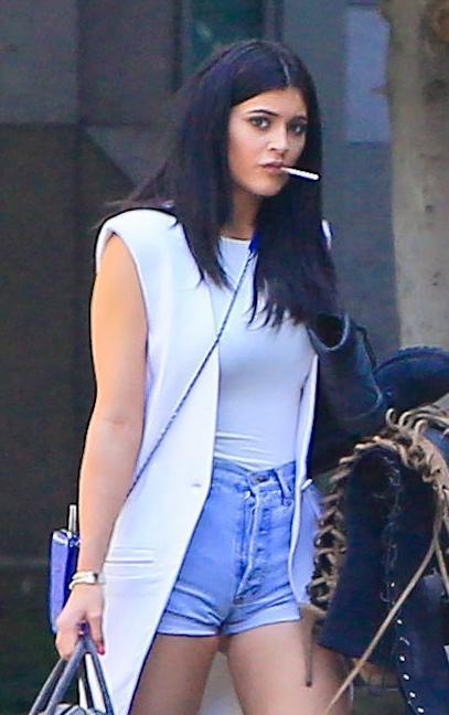 Kylie Jenner paparazzata con Tyga: spunta l'anello di fidanzamento FOTO 7
