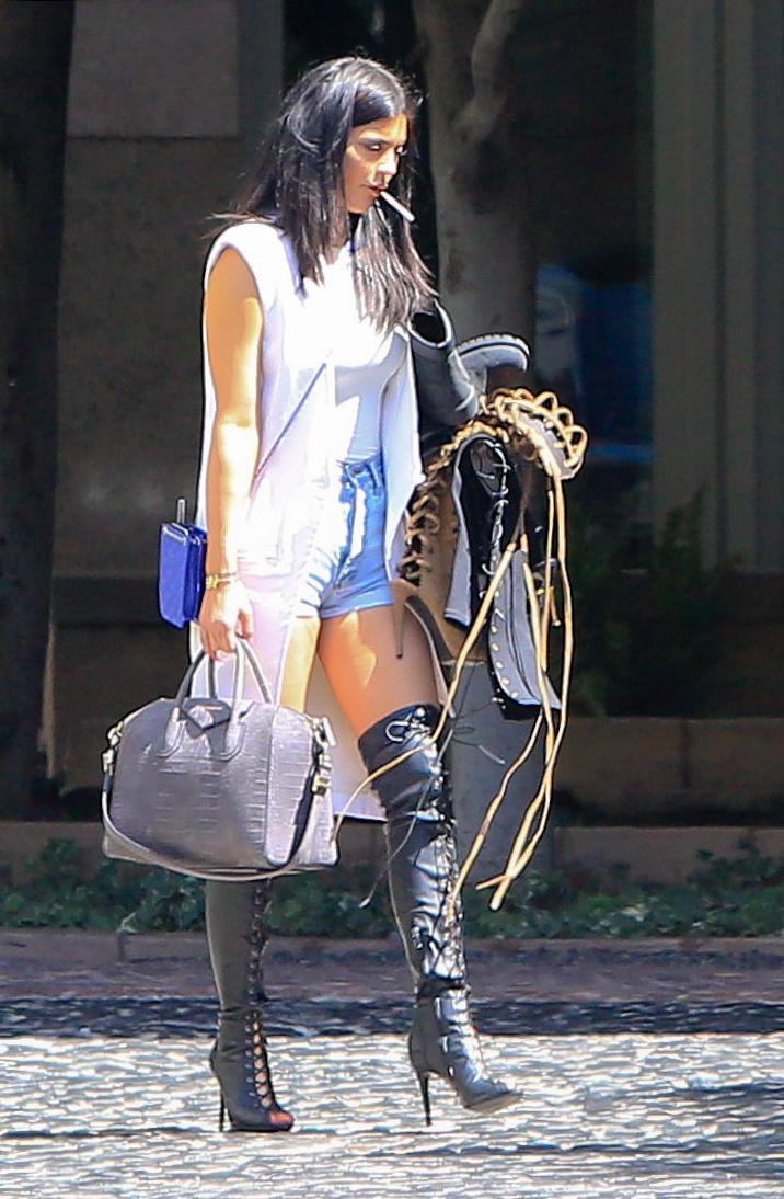 Kylie Jenner paparazzata con Tyga: spunta l'anello di fidanzamento FOTO 9