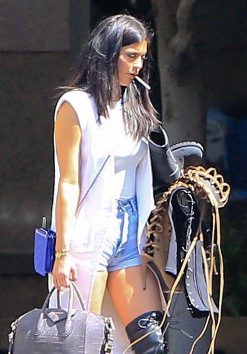 Kylie Jenner paparazzata con Tyga: spunta l'anello di fidanzamento FOTO 10