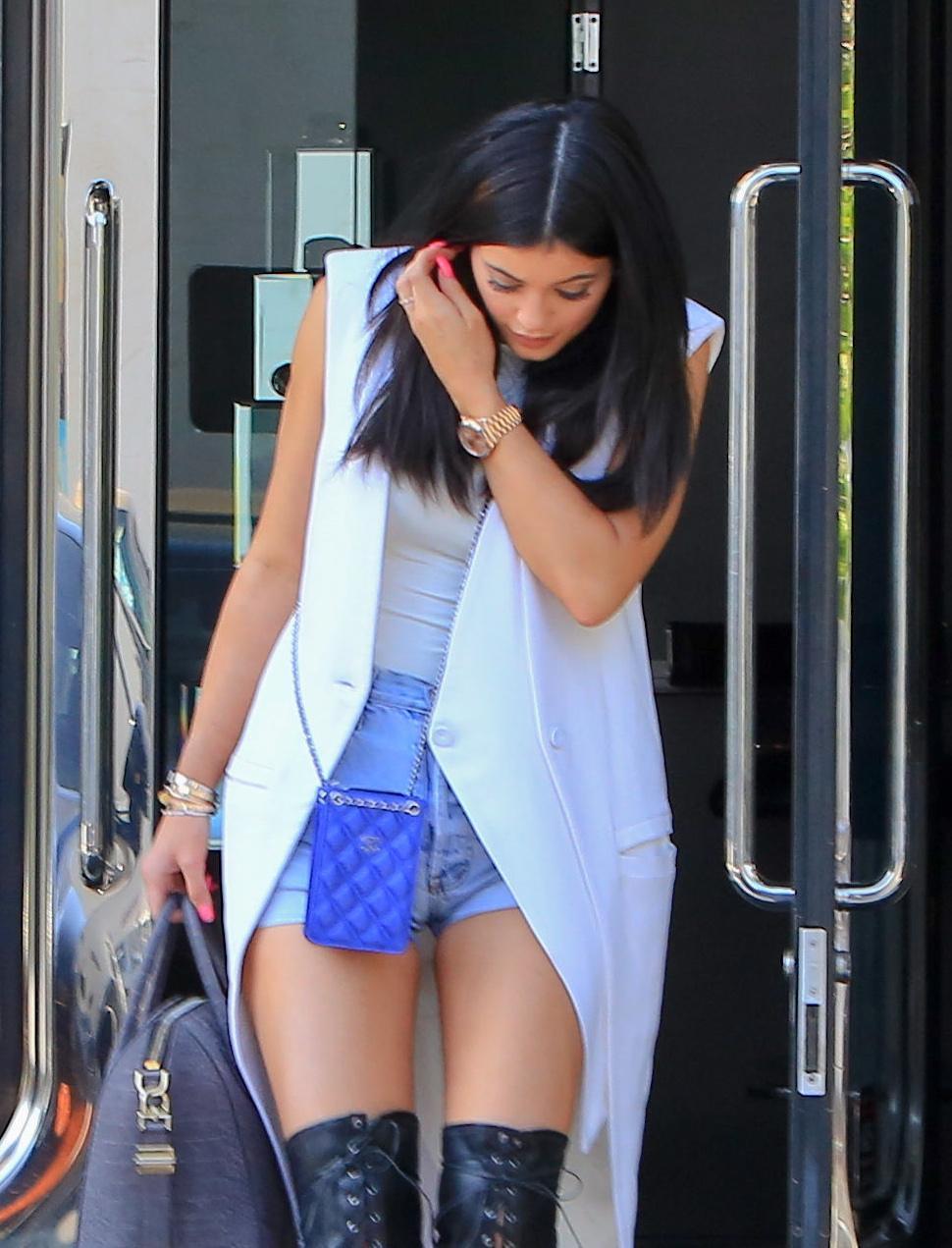 Kylie Jenner paparazzata con Tyga: spunta l'anello di fidanzamento FOTO 21