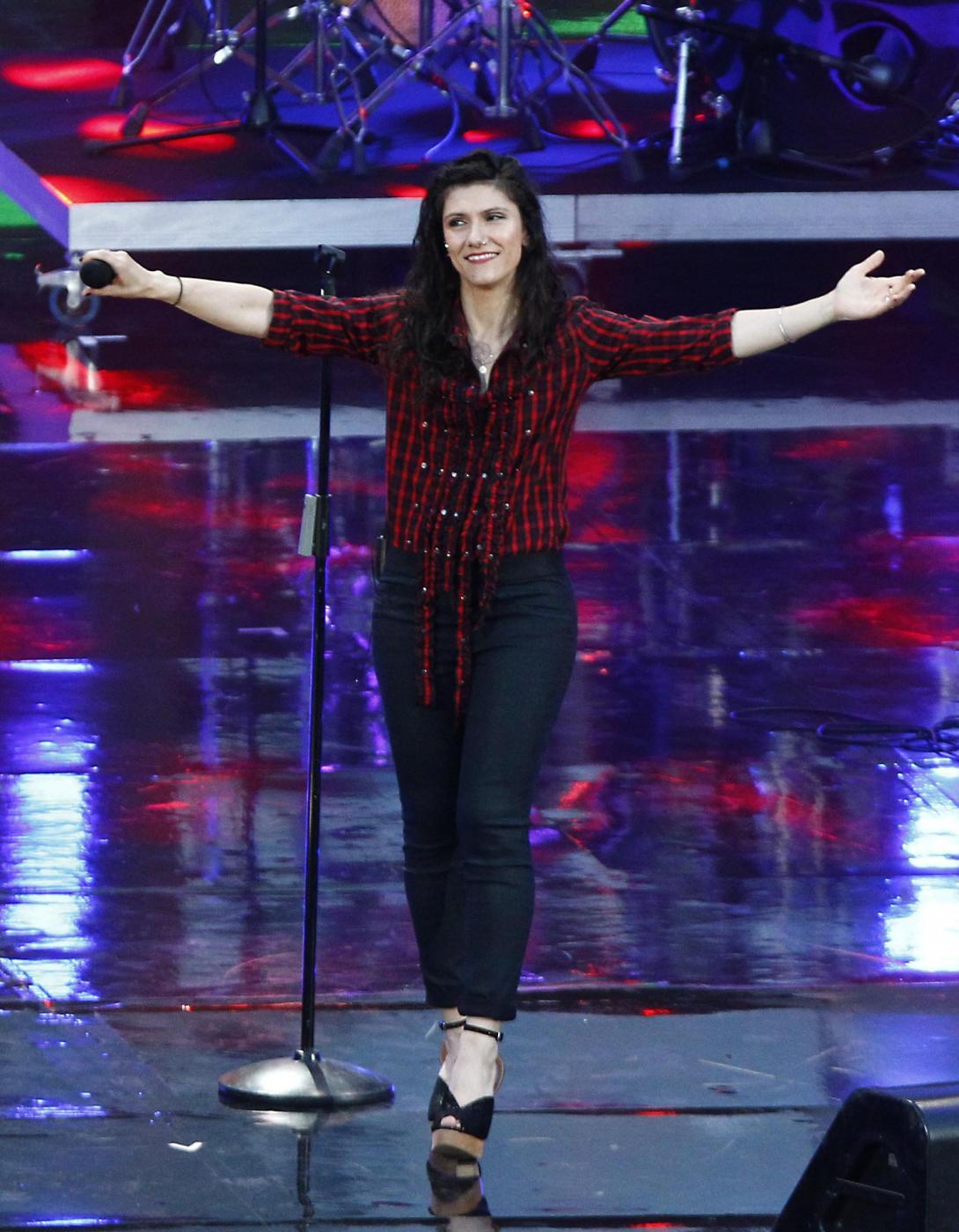 Elisa Toffoli, look bocciato ai Wind Music Award: troppo casual FOTO 3