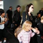Angelina Jolie e Brad Pitt all'aeroporto con i figli FOTO 10