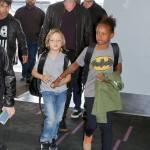 Angelina Jolie e Brad Pitt all'aeroporto con i figli FOTO 25