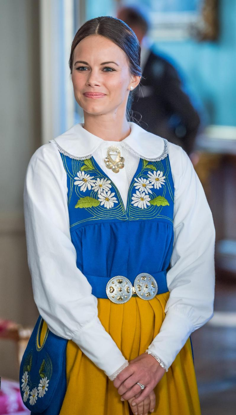 Sofia Hellqvist: chi è la donna che sposa Carlo Filippo di Svezia FOTOv14