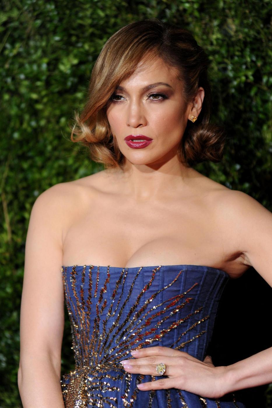Jennifer Lopez, caschetto corto agli Oscar del teatro a New York FOTO 4