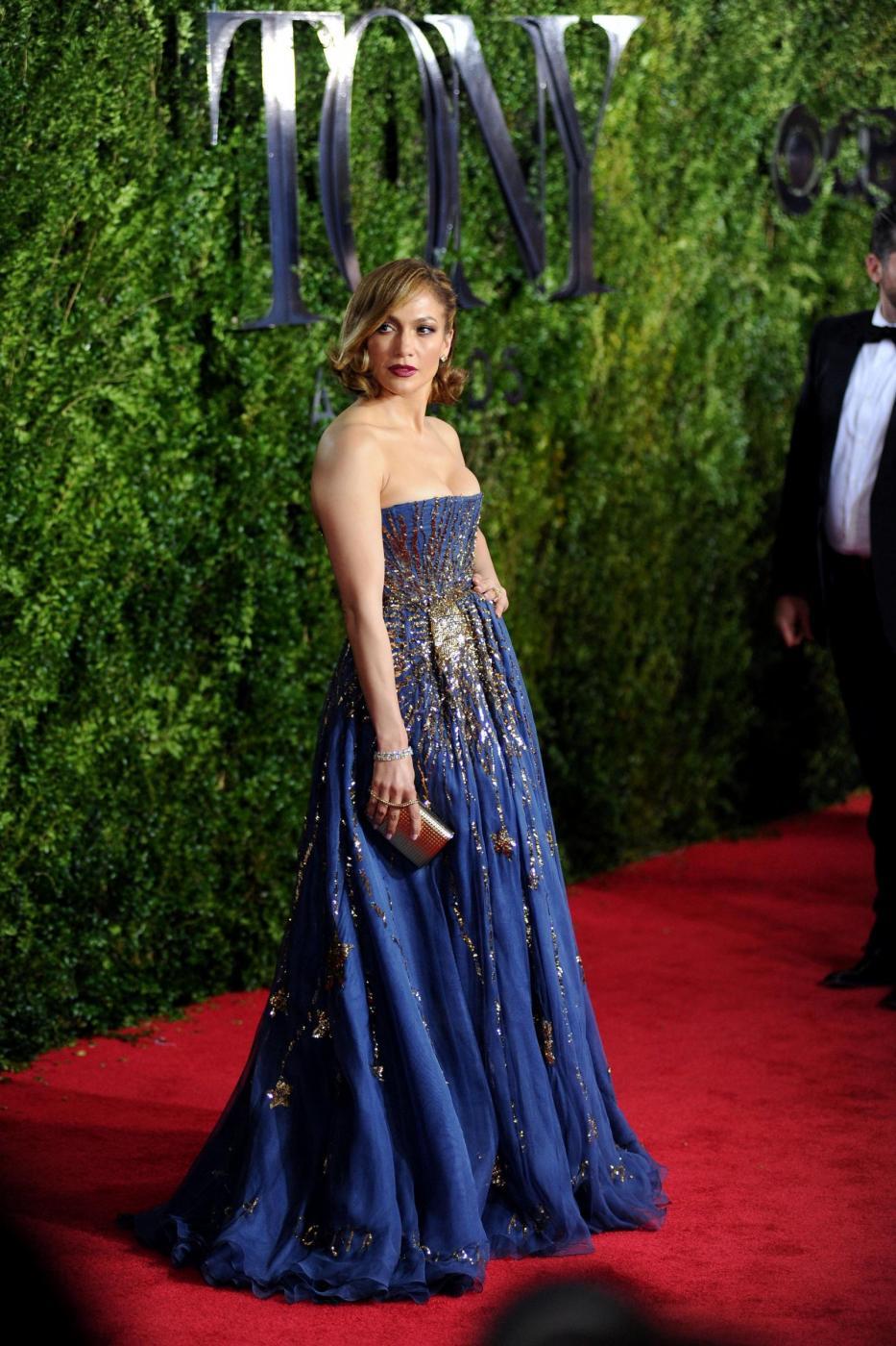 Jennifer Lopez, caschetto corto agli Oscar del teatro a New York FOTO 6